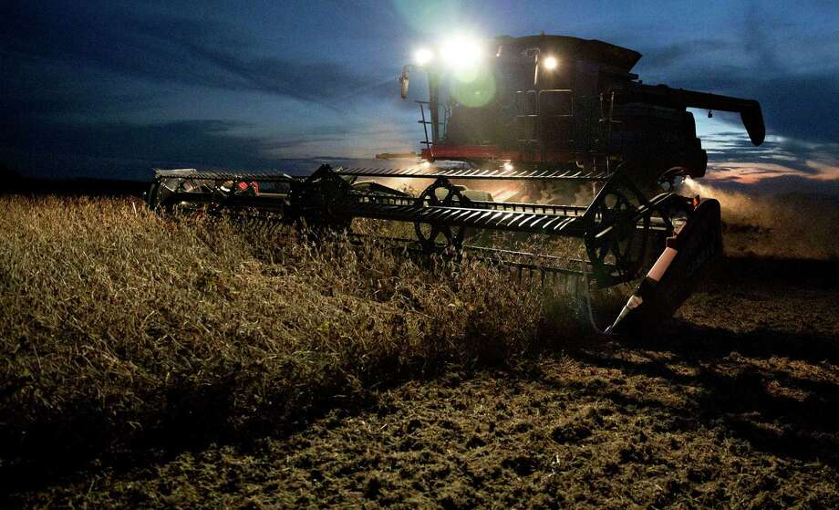Soybeans are harvested in Princeton, Illinois. About $13.9 billion of net farm income this year will be federal payments, or about 25 percent of total profit, according to estimates by the U.S. Department of Agriculture. Photo: Daniel Acker /Bloomberg News / © 2015 Bloomberg Finance LP