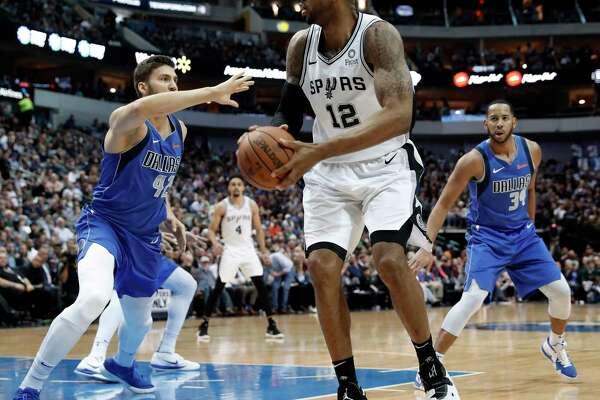 San Antonio Spurs forward Kawhi Leonard (2) celebrates sinking a basket in the first half of an NBA basketball game against the Dallas Mavericks onTuesday, Dec. 12, 2017, in Dallas. (AP Photo/Tony Gutierrez)