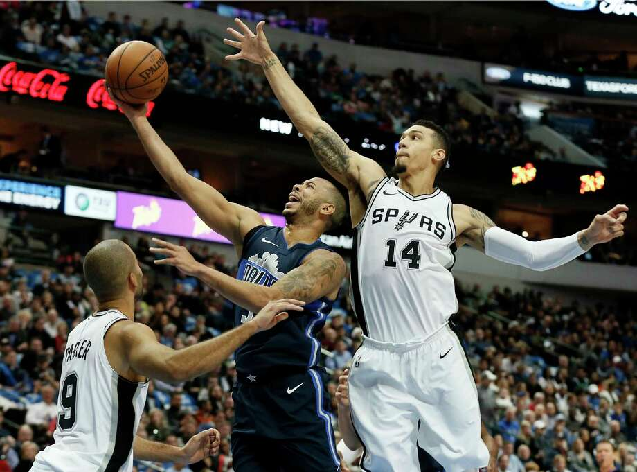 San Antonio Spurs guard Tony Parker , left, of France and Danny Green, right,  defend as Dallas Mavericks' Devin Harris, center, goes up for a shot in the first half of an NBA basketball game,Tuesday, Dec. 12, 2017, in Dallas. (AP Photo/Tony Gutierrez) Photo: Tony Gutierrez, Associated Press / Copyright 2017 The Associated Press. All rights reserved.