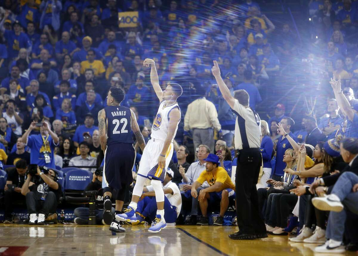 Golden State Warriors' Stephen Curry hits his 400th 3-pointer of the season in the 3rd quarter against Memphis Grizzlies.