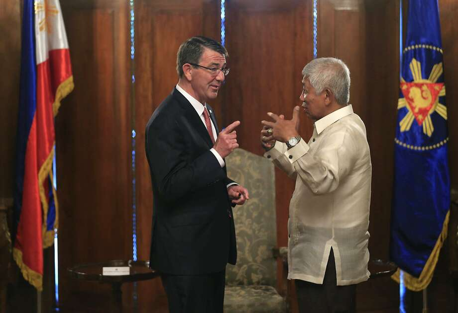 U.S. Defense Secretary Ash Carter consults Philippine Defense Secretary Voltaire Gazmin in Manila. Photo: Romeo Ranoco, AP