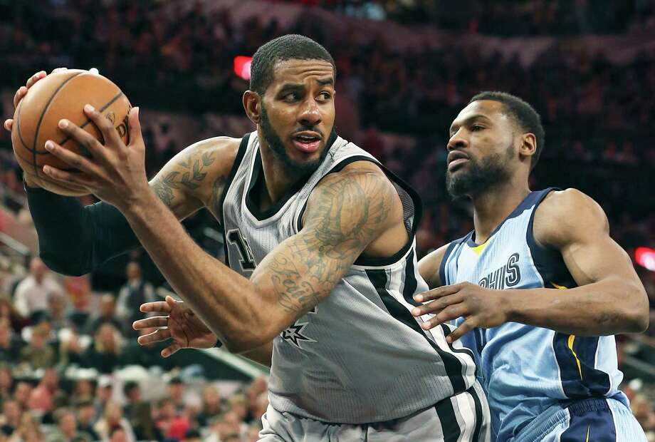 LaMarcus Aldridge looks for an outlet after grabbing a defensive rebound as the Spurs host the Grizzlies at the AT&T Center on March 25, 2016. Photo: TOM REEL, STAFF / SAN ANTONIO EXPRESS-NEWS / 2016 SAN ANTONIO EXPRESS-NEWS