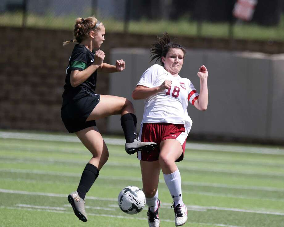 Jasper Bulldogs junior midfielder Macy Kendrick (18) attempts to block the ball during the first half of the Class 4A girls state championship soccer game between Jasper High School and Kennedale High School at Birkelbach Field in Georgetown, Texas, on Thursday, April 14, 2016. Photo: Scott W. Coleman / © 2016 Scott W. Coleman, all rights reserved.