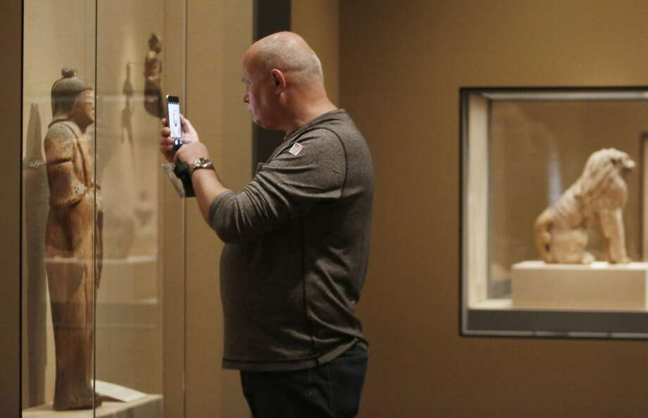 "Mark Saunderson of Hong Kong snaps a picture of ""Female Shinto Spirit"" during his first visit to the Asian Art Museum. Photo: Lea Suzuki, The Chronicle"