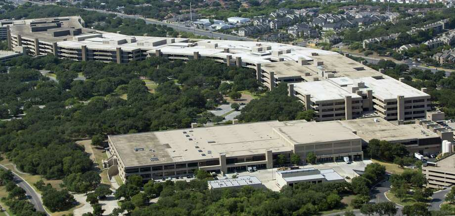File photo of USAA's San Antonio headquarters. The financial services giant is investing in an Austin artificial intelligence software that can emulate human learning by pulling in data from different sources, market events and user behavior to foresee what products customers might want. Photo: William Luther /San Antonio Express-News / © 2013 San Antonio Express-News