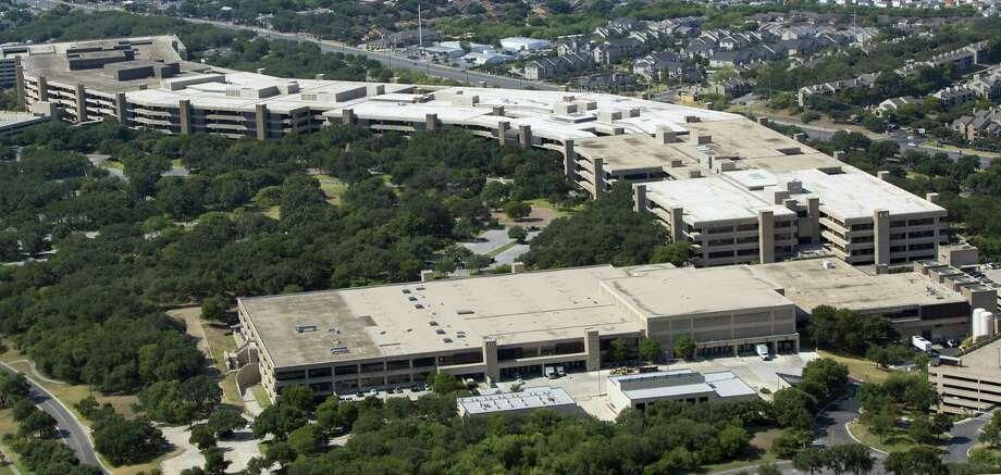 Usaa Headquarters Address >> San Antonio Based Usaa Closing 17 Financial Centers In 10