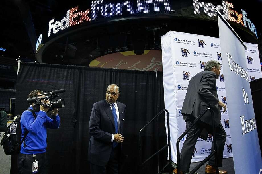 Tubby Smith led Kentucky to a national title in 1998. Photo: Mark Weber, Associated Press