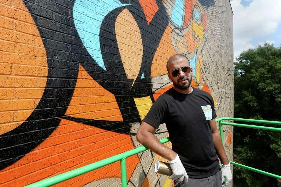 Global 39 Calligraffiti 39 Star Creates A Houston Mural