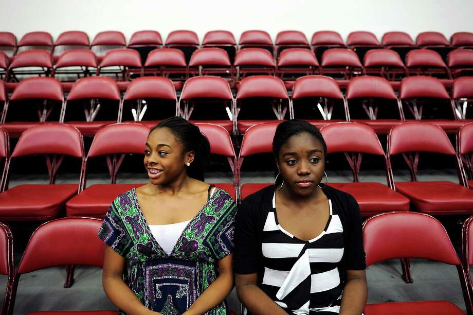Sisters Erica(L) and Olivia Ogwumike pose for portraits. Photo: Michael Short, Special To The Chronicle / ONLINE_YES