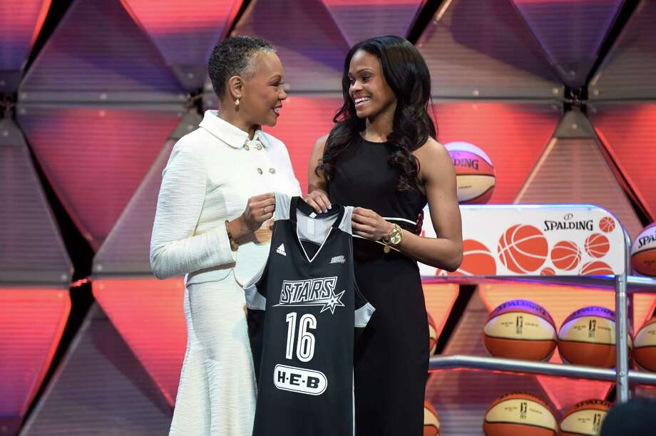 Connecticut's Moriah Jefferson (right) holds a Stars jersey as WNBA president Leslie Borders watches. Photo: Cloe Poisson /Associated Press / Hartford Courant