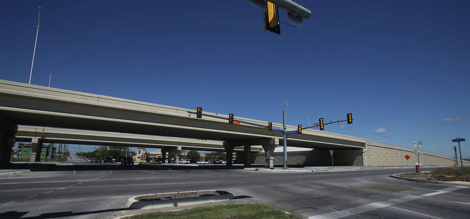 Several new overpasses have been built on the northwest portion of Loop 1604 such as this one passing over Shaenfield Road. Photo: John Davenport, San Antonio Express-News / ©San Antonio Express-News/John Davenport
