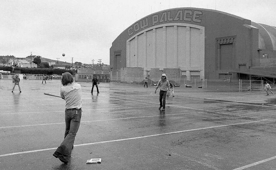 Fans wait in the rain for a Rolling Stones concert at the Cow Palace, 1975. Photo: Bill Young, The Chronicle