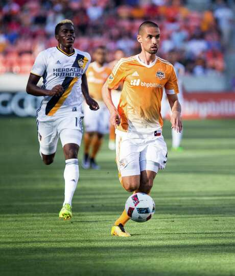 Houston Dynamo defender Raul Rodriguez (5) dribbling down the field during the first half of action against LA Galaxy during a soccer game at the BBVA Stadium, Friday, Apr. 15, 2016, in Houston. Los Angeles Galaxy defeated Houston Dynamo 4-1.  ( Juan DeLeon / For the Houston Chronicle ) Photo: Juan DeLeon, For The Chronicle / Houston Chronicle