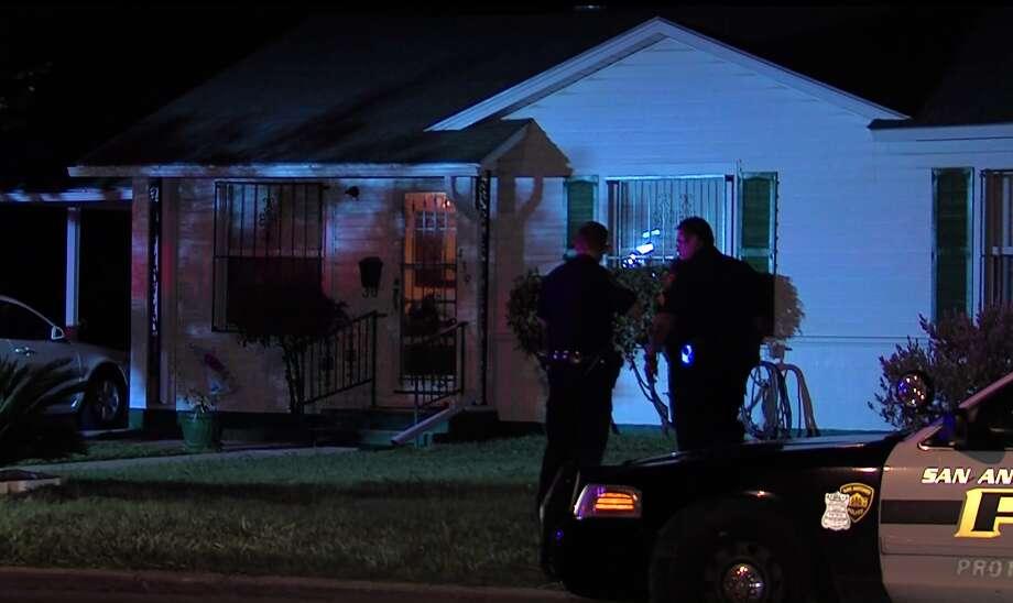 San Antonio police investigate anaggravated assault on the near North Side, Saturday, April 16, 2016. Photo: Pro 21 Video, Courtesy