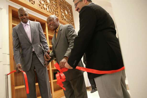 Hakeem Olajuwon, Mayor Sylvester Turner and Executive Director Ameer Abuhalimeh cut the ribbon for the Library of Islamic Knowledge on Saturday.