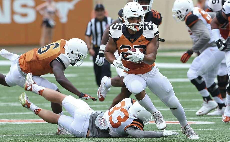 Running back Chris Warren breaks free for a long touchdown run as UT plays its Orange_White spring game at DKR Stadium in Austin on April 16, 2016. Photo: Tom Reel / San Antonio Express-News / 2016 SAN ANTONIO EXPRESS-NEWS