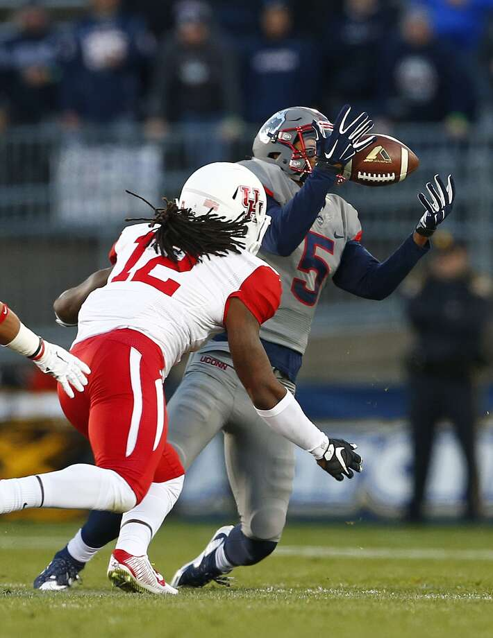 EAST HARTFORD, CT - NOVEMBER 21: Noel Thomas #5 of the Connecticut Huskies makes a catch as D'Juan Hines #12 of the Houston Cougars defends during the first quarter at Rentschler Field on November 21, 2015 in East Hartford, Connecticut. (Photo by Rich Schultz /Getty Images) Photo: Rich Schultz/ Getty Images / 2015 Getty Images