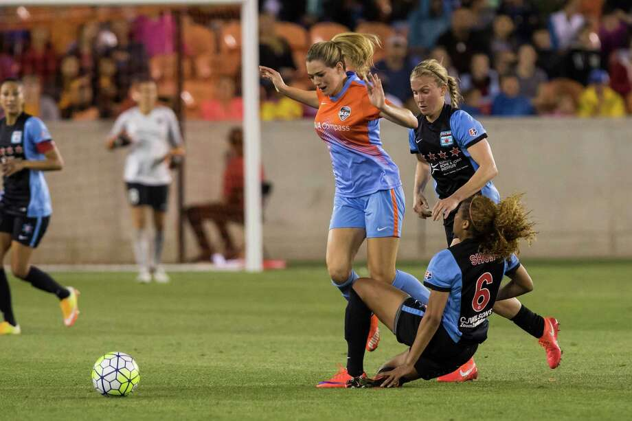 Kealia Ohai and the Dash got tripped up, 2-0, by the Chicago Red Stars on Saturday. Photo: Joe Buvid, For The Chronicle / © 2016 Joe Buvid