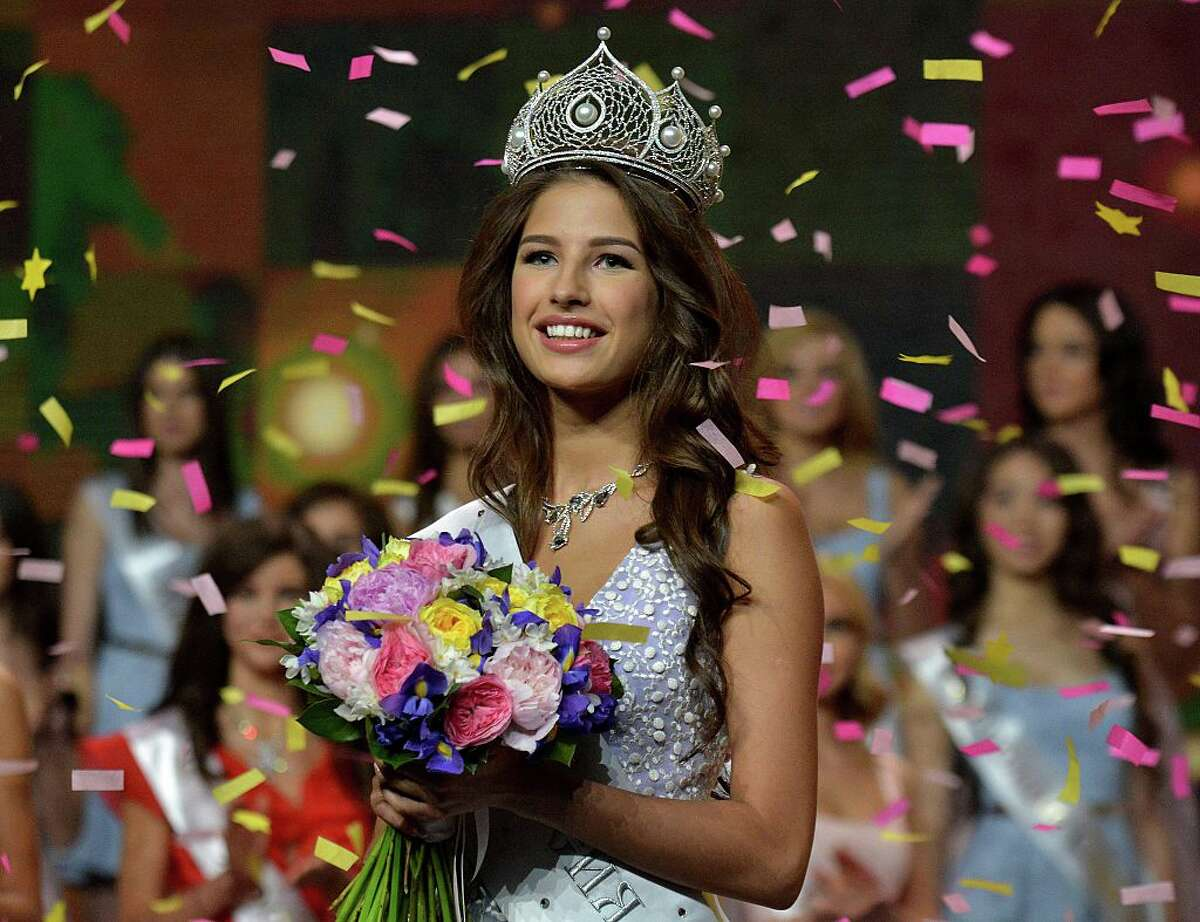 Yana Dobrovolskaya, 18, from Tyumen smiles as she receives the title of 'Miss Russia 2016' following the final of the 'Miss Russia 2016' contest in Moscow, on 17 April 2016. / AFP / Alexander Blotnitsky