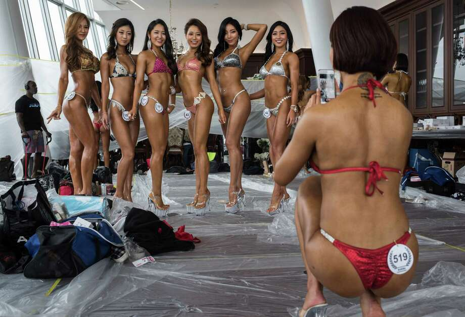 Bikini contest for chinese flight