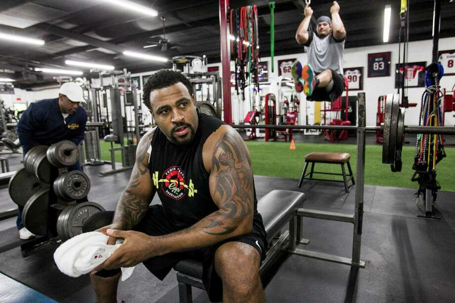 Houston Texans tackle Duane Brown takes a break between sents while working out at Hank's Gym on Thursday, April 14, 2016, in Houston. Brown is recovering from a quadriceps injury, that ended his season last year. Photo: Brett Coomer, Houston Chronicle / © 2016 Houston Chronicle