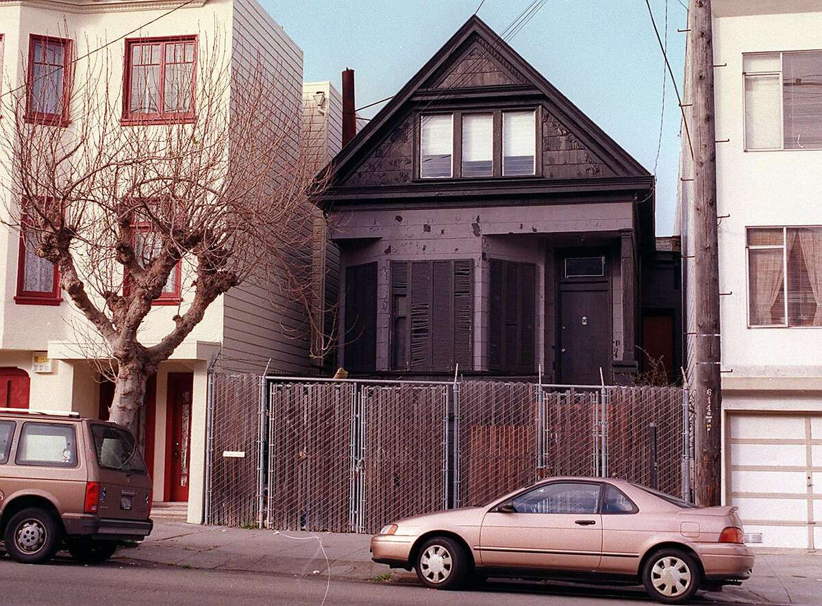 Many rituals were performed in the black house, including the satanic baptism of his three-year-old daughter Zeena Schreckin 1967, during which LaVey reportedly yelled