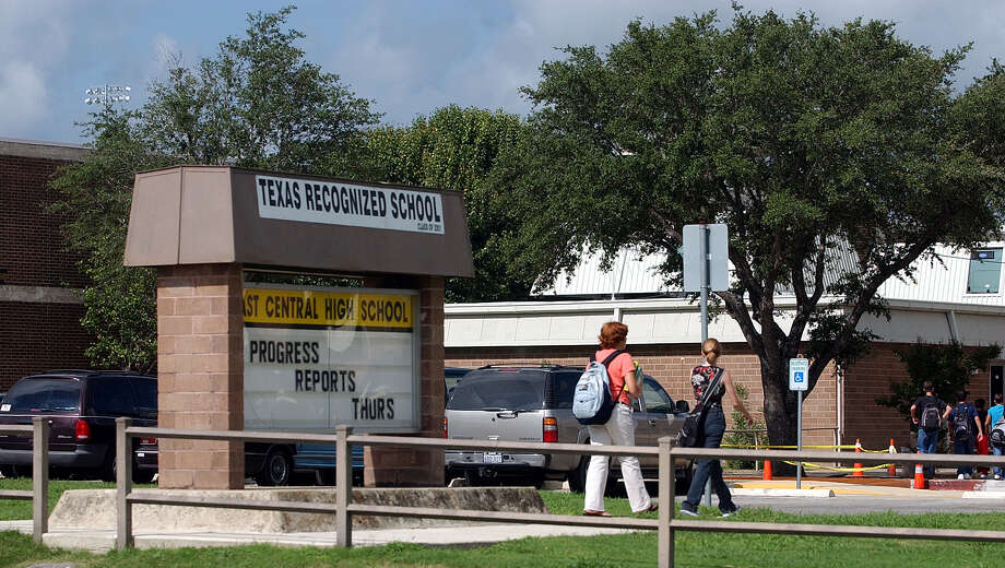 The East Central Independent School District is seeking approval for its first bond issue since 2008. Student population growth and aging facilities have made the bond proposal essential. Photo: JERRY LARA /SAN ANTONIO EXPRESS-NEWS / SAN ANTONIO EXPRESS-NEWS