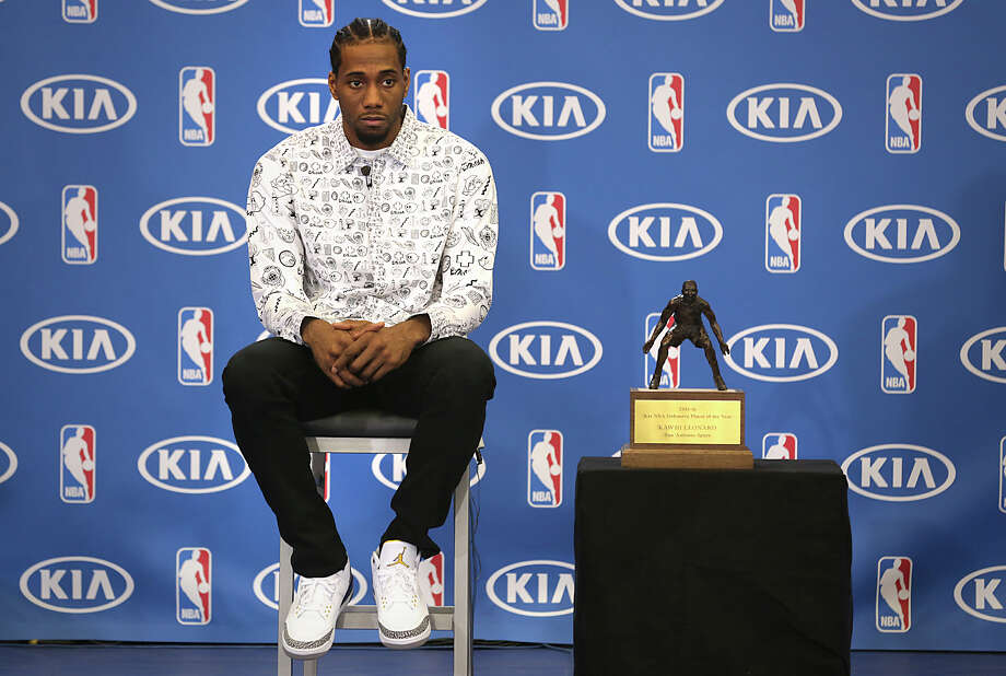 Kawhi Leonard is presented the 2015-2016 NBA Defensive Player of the Year award on Monday, April 19, 2016, at the Spurs Practice Facility. Photo: Bob Owen, Staff / San Antonio Express-News / ©2016 San Antonio Express-News