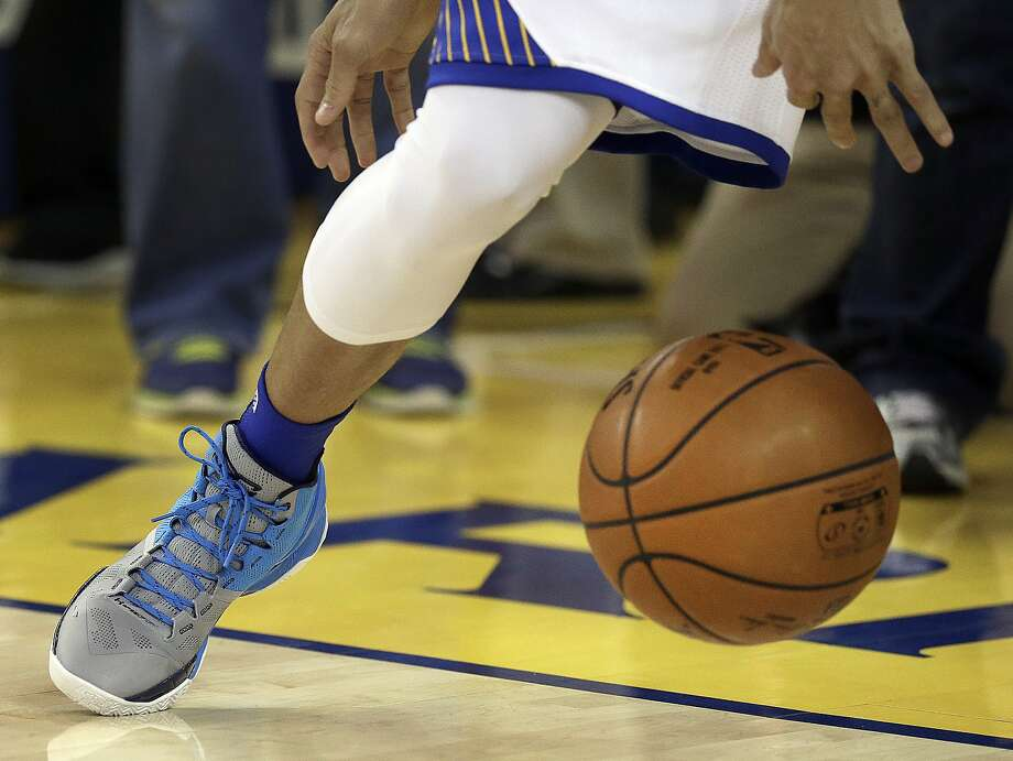 Stephen Curry tested his ankle before Game 2 but didn't play on Monday. Photo: Ben Margot, Associated Press