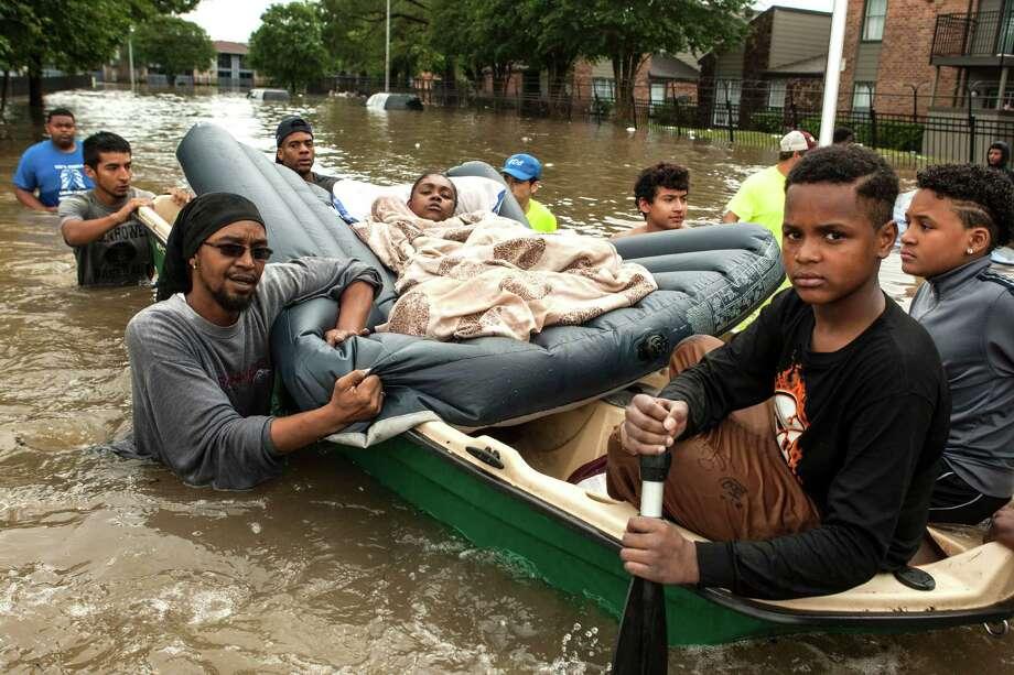 Stranded by flood, Greenspoint residents felt abandoned - Houston ...