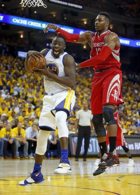 Golden State Warriors' Draymond Green out rebounds Houston Rockets' Dwight Howard in 4th quarter during Warriors' 115-106 win in Game 2 of 1st round of NBA Playoffs at Oracle Arena in Oakland, Calif., on Monday, April 18, 2016. Photo: Scott Strazzante, The Chronicle