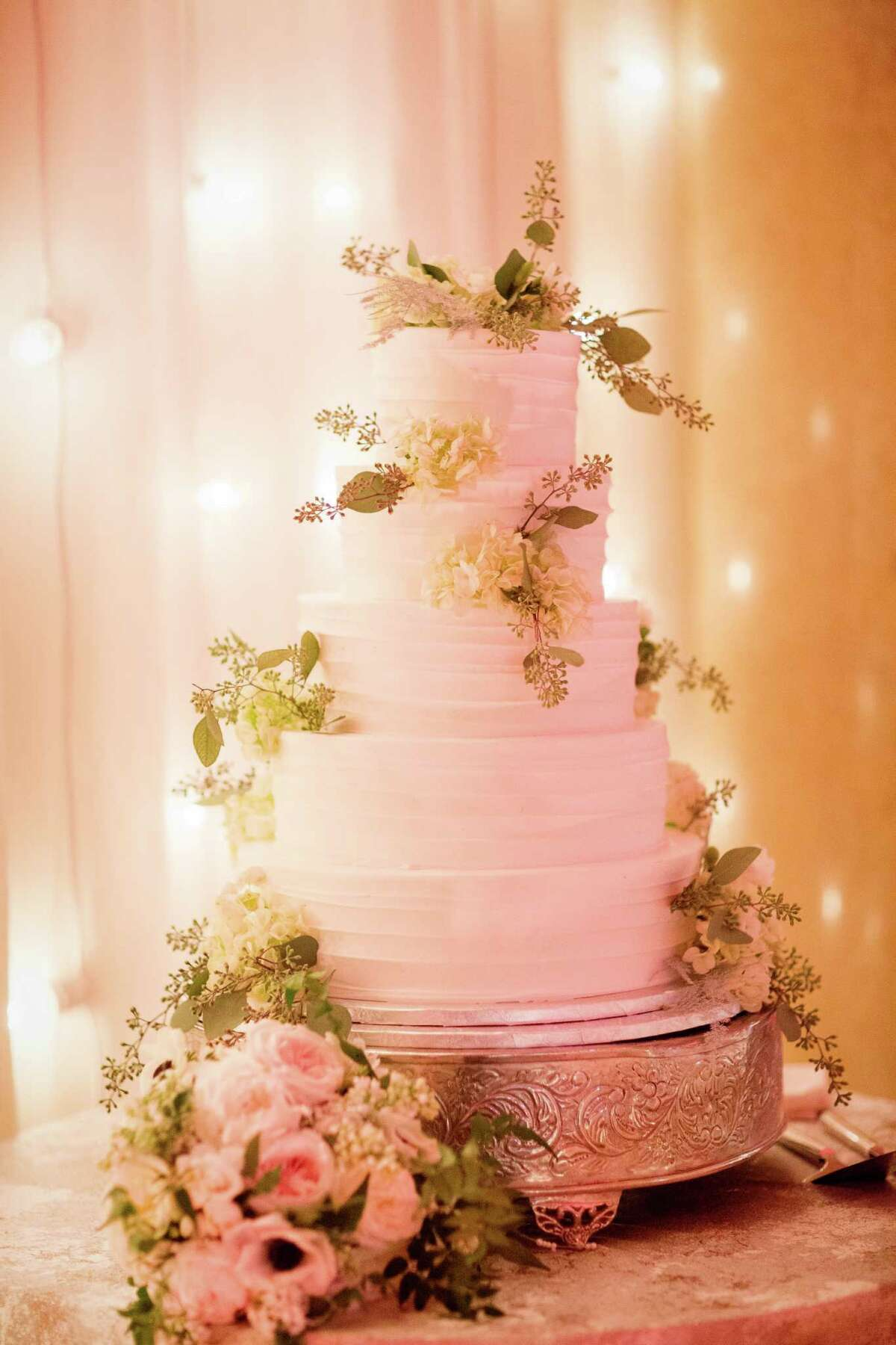 The wedding cake of Brittany and Andrew Green at their January 16, 2016 nuptials. (Tracey Buyce Photography)