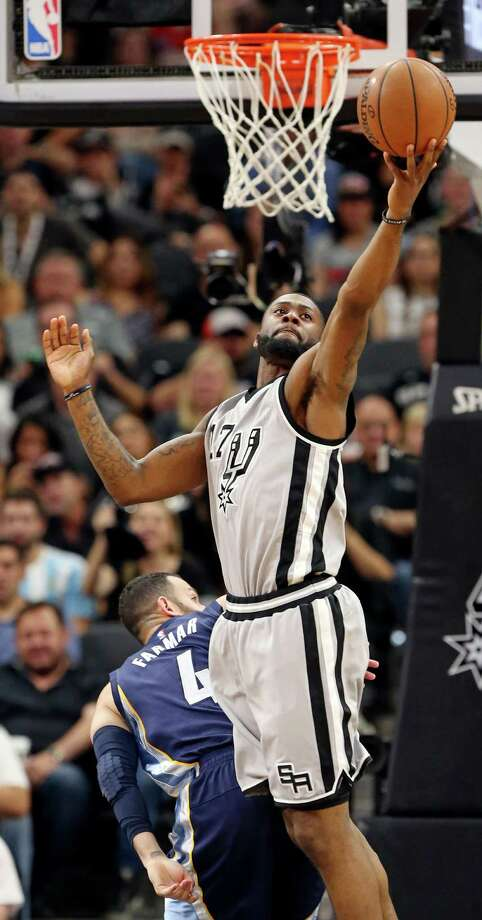 San Antonio Spurs' Jonathon Simmons grabs a rebound over Memphis Grizzlies' Jordan Farmar during second half action of Game 1 in the first round of the Western Conference playoffs Sunday April 17, 2016 at the AT&T Center. Photo: Edward A. Ornelas, Staff / San Antonio Express-News / © 2016 San Antonio Express-News