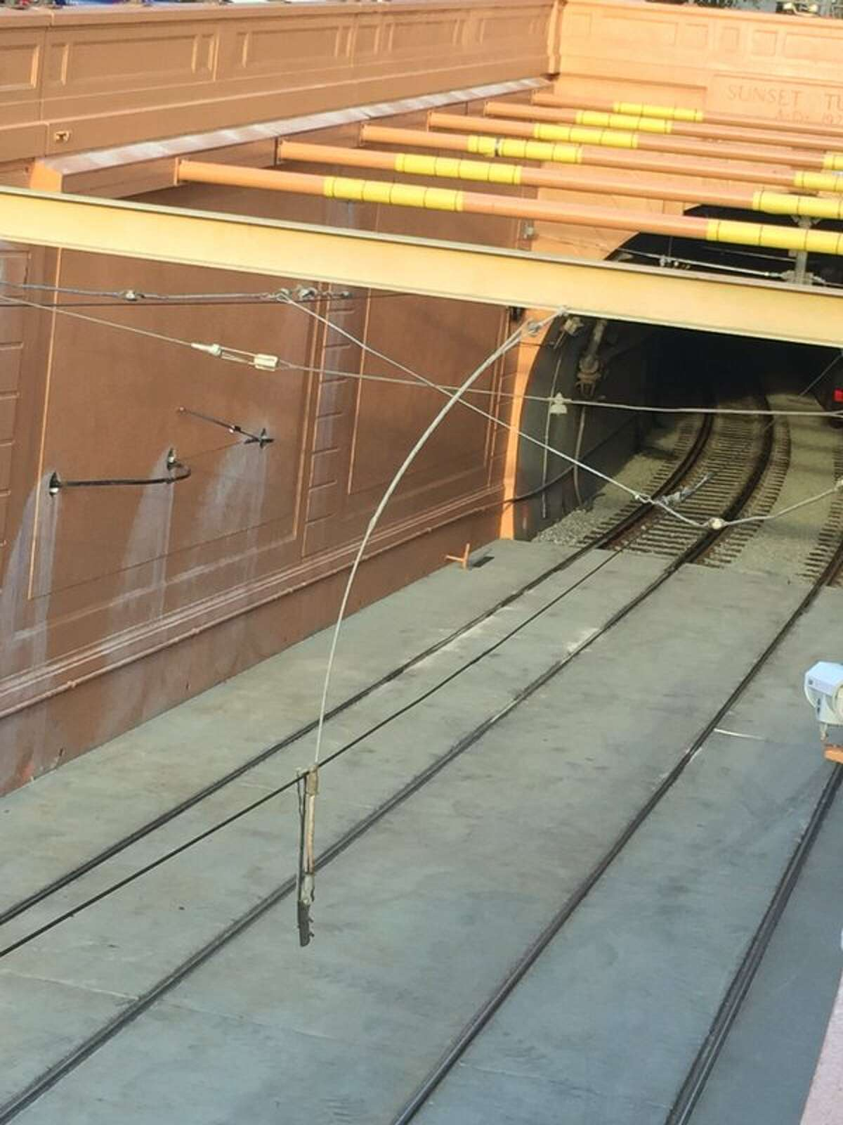 Malfunctioning overhead wires at the Duboce tunnel forced a closure of inbound N-Judah trains during the morning commute.