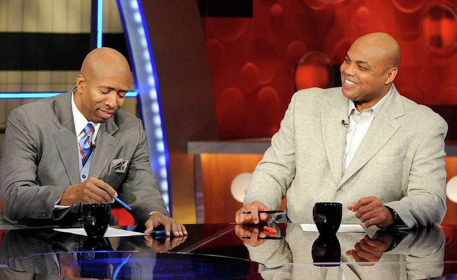 NBA basketball analysts Kenny Smith (left) and Charles Barkley are shown on the set at TNT studios in Atlanta in 2010. Photo: Associated Press File Photo / FR53108 AP