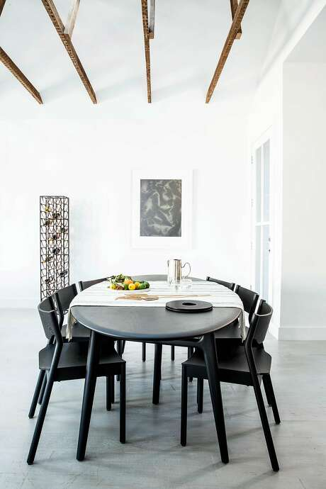 A bachelor's Mission District apartment gets a crisp update in the dining room. Photo: Aubrie Pick