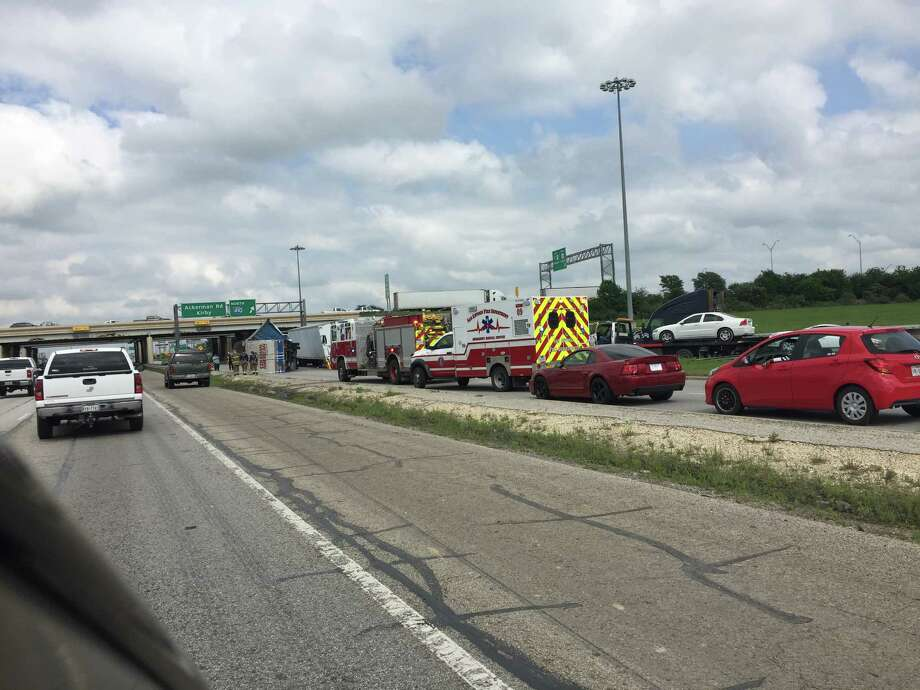 Two tractor trailers overturned on I-10E near the 410 cloverleaf on the east side. Photo: Molly Davis, San Antonio Express-News