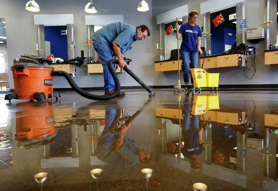 Building and grounds cleaning and maintenanceAverage hourly wage in Houston:$11.39Average hourly wage in the United States:$13.47Percent difference: -14% Photo: Mark Mulligan, Staff / © 2016 Houston Chronicle