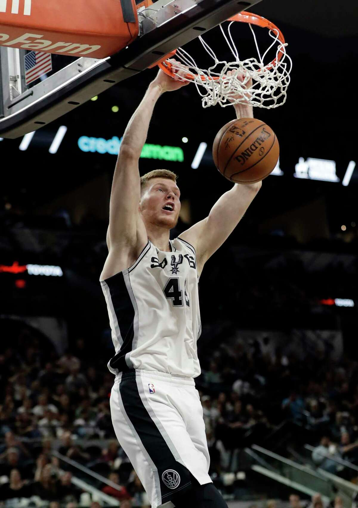 San Antonio Spurs center Davis Bertans (42) slam-dunks as he scores against the Memphis Grizzlies during the second half of an NBA basketball game, Monday, March 5, 2018, in San Antonio. (AP Photo/Eric Gay)