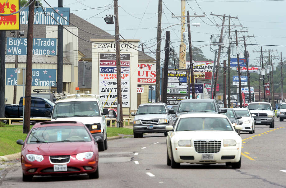 A heavy flow of traffic traverses through Vidor's commercial district on Main Street. City councils in Vidor, Orange, West Orange and Bridge city have passed resolutions to oppose the funding for the Vidor Loop, which could cost almost $60 million. Photo: Guiseppe Barranco, Photo Editor