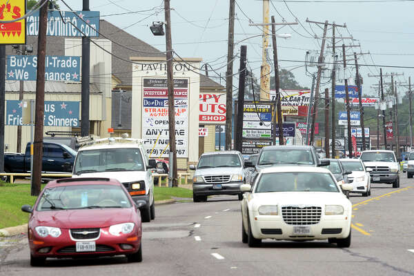 A heavy flow of traffic traverses through Vidor's commercial district on Main Street Tuesday. Orange County Commissioners voted Tuesday to allow an inquiry for pricing a Loop around Vidor that is said to spur growth.  Photo taken Tuesday, April 19, 2016 Guiseppe Barranco/The Enterprise
