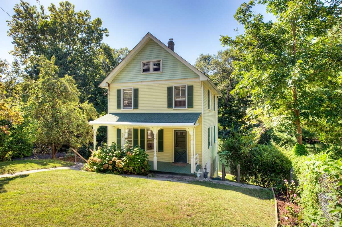 28 Riversville Rd, Greenwich, CT 06831 3 beds 2 baths 1,848 sqft Listing price: $649,000 Estimated mortgage: $2,315/moView full listing on Zillow