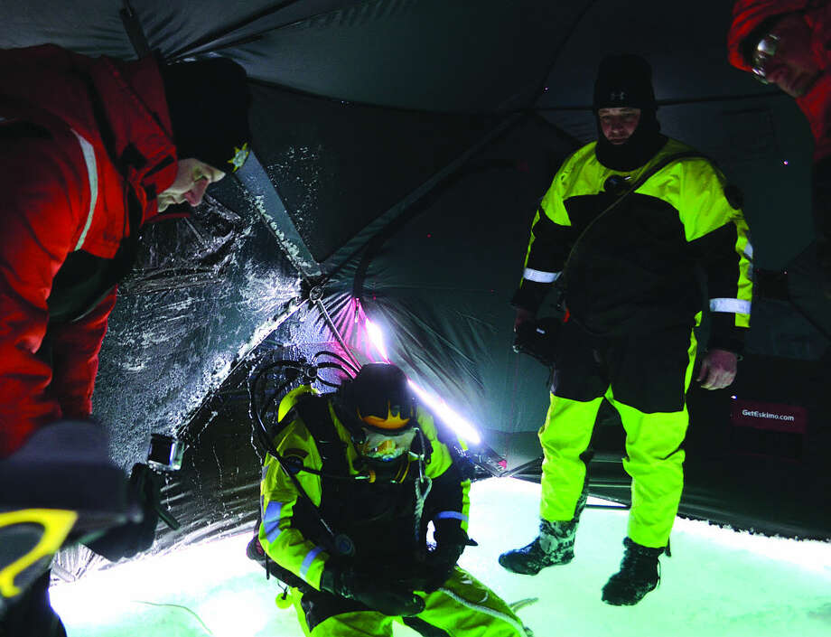 Sheriff's deputies check to make sure a diver is ready to plunge. Photo: Chris Aldridge/Huron Daily Tribune