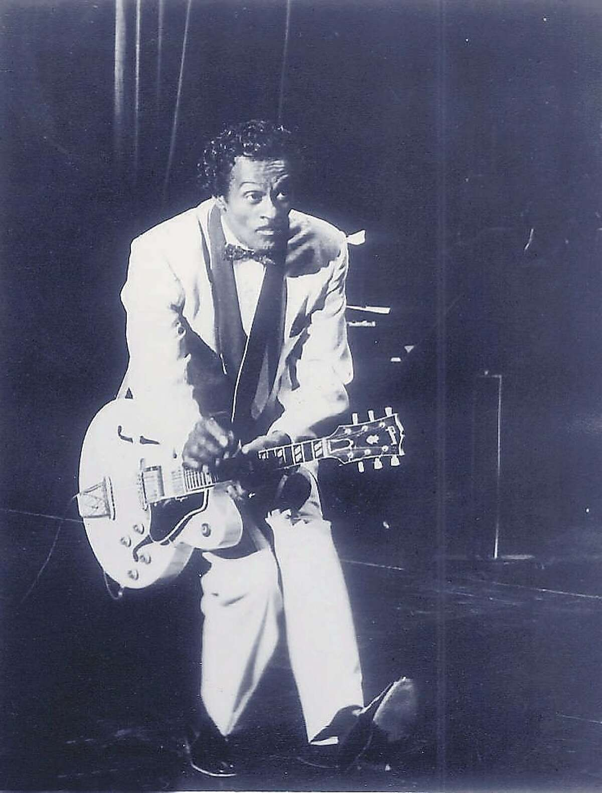 KRT KIDS NEWS STORY SLUGGED: BLUES KRT PHOTOGRAPH VIA CHIACGO TRIBUNE (KN12- November 19) Blues clue: The first lady loves a song by this legend. Who is it? (TB) AP PL KD 1999 (Vert) (lde) (At-Risk) -- NO MAGS, NO SALES -- CHUCK BERRY?