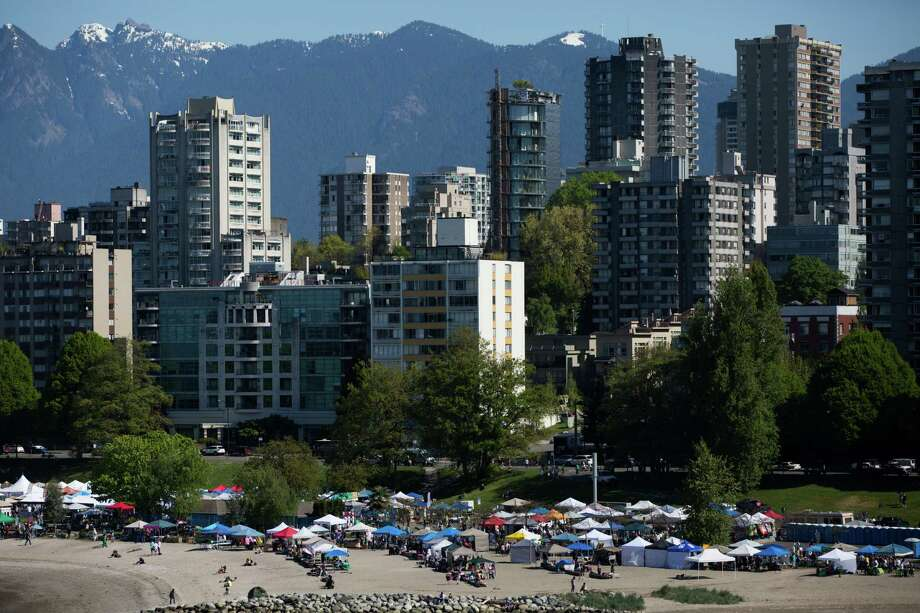 People begin gathering on Sunset Beach mid-morning for 420 Vancouver, in Vancouver, B.C. on Wednesday, April 20, 2016. Photo: GRANT HINDSLEY, SEATTLEPI.COM / SEATTLEPI.COM