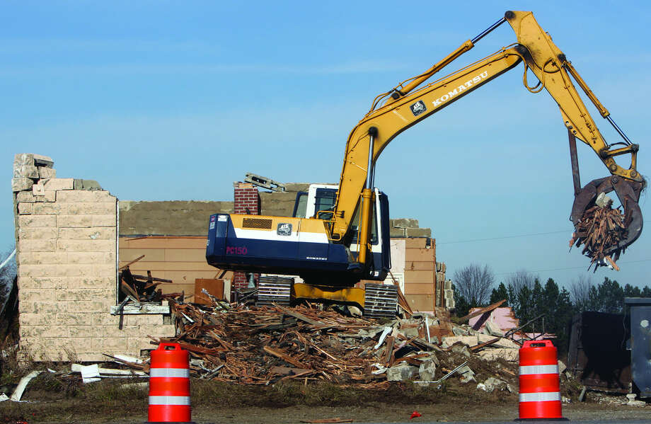 The demolition is taking place at the intersection of M-142 and Carpenter Road (to the north, where the building is — it turns into M-19 once it crosses M-142 to the south). Photo: Chris Aldridge/Huron Daily Tribune