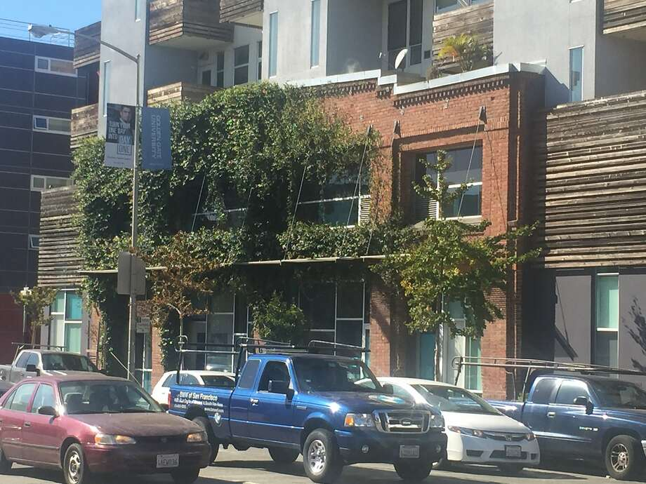 Affordable housing complexes such as this one at Folsom and Dore streets would expand under S.F.'s height limit exception. Photo: The Chronicle, John King