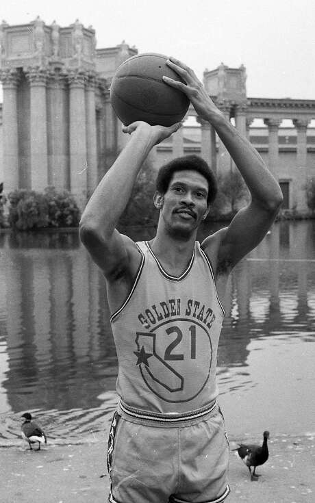 Butch Beard poses for a photographer in front of the Palace of Fine Arts on Warriors picture day on Sept. 11, 1973. Photo: Bill Young, The Chronicle