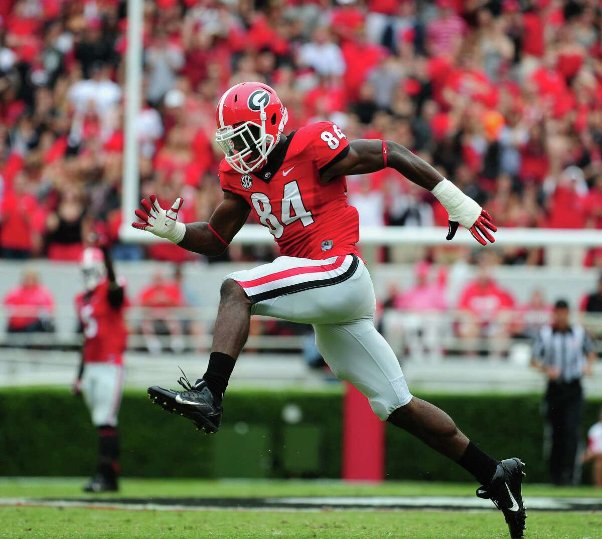 OLB Leonard Floyd, Georgia Height/Weight: 6-6/244 40-yard dash: 4.59 A tremendous athlete best suited as an edge rusher in a 3-4, the same scheme he played in college. He's got good size and speed. He's agile in space. His explosive first step catches tackles off balance. Strong at the point of attack. He can bend and dip when rushing the quarterback. Has a good closing burst on the passer. He has to improve pass coverage. He should be drafted among the top 20.
