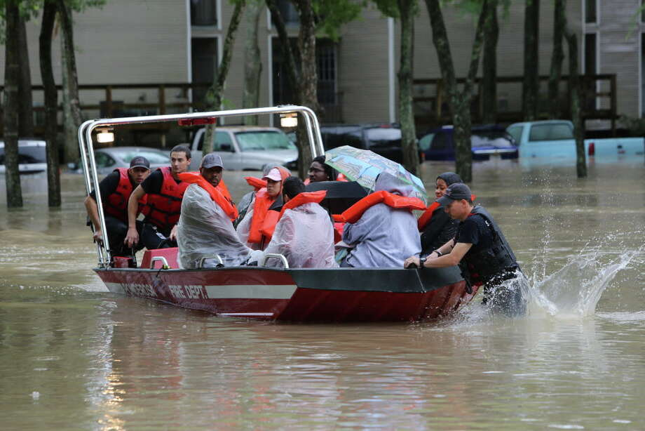 Rescue boast were brought in to the One Westfield Lakes Apartments to rescued residents and their pets from rising floodwaters Wednesday, April 20, 2016, in Spring. Photo: Steve Gonzales, Houston Chronicle / © 2016 Houston Chronicle